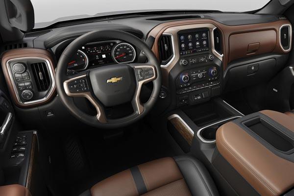 Интерьер салона Chevrolet Silverado 2018