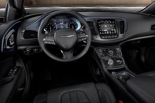 Интерьер салона Chrysler 200