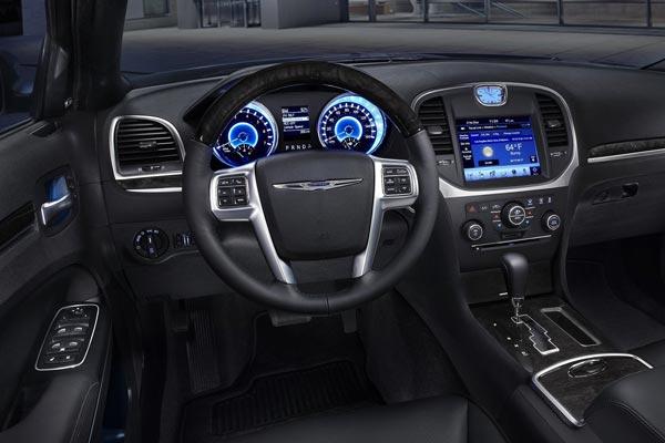 Интерьер салона Chrysler 300