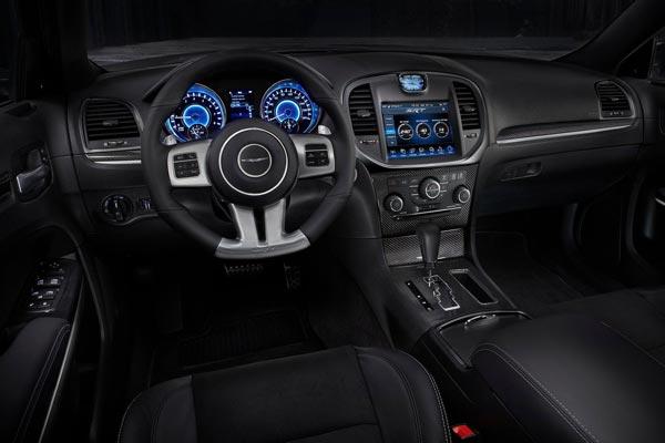 Интерьер салона Chrysler 300 SRT-8
