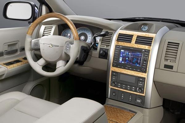 Интерьер салона Chrysler Aspen