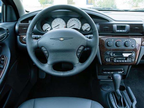 Интерьер салона Chrysler Sebring