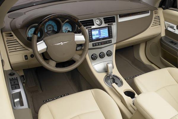 Интерьер салона Chrysler Sebring Convertible