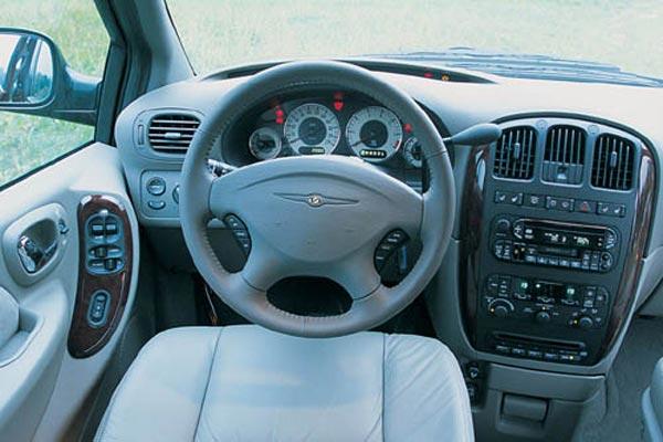 Интерьер салона Chrysler Voyager