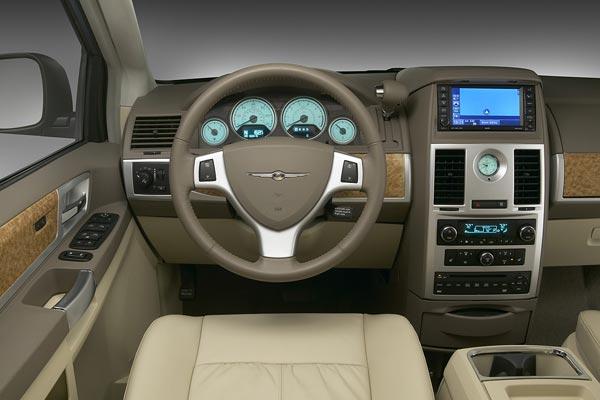Интерьер салона Chrysler Grand Voyager