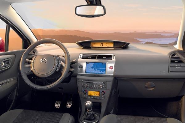Интерьер салона Citroen C4 Coupe