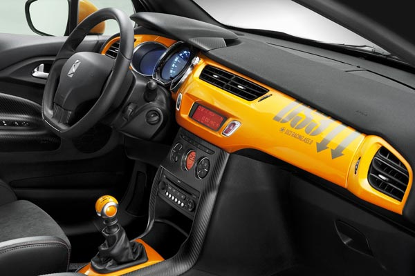 Интерьер салона Citroen DS3 Racing