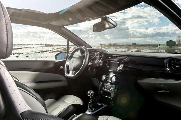 Интерьер салона Citroen DS3 Cabrio