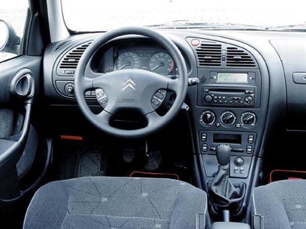 Интерьер салона Citroen Xsara Coupe
