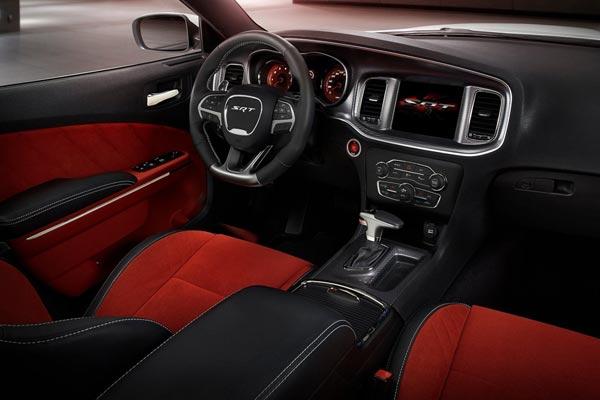 Интерьер салона Dodge Charger SRT-8