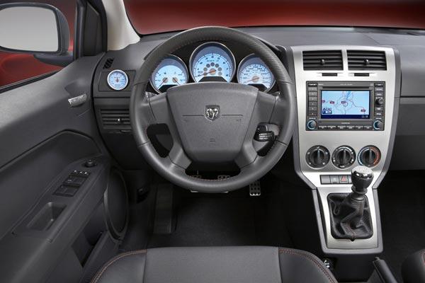 Интерьер салона Dodge Caliber SRT4