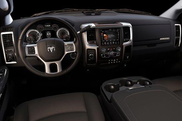 Интерьер салона Dodge Ram 2500