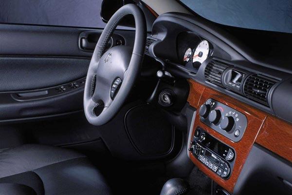 Интерьер салона Dodge Stratus
