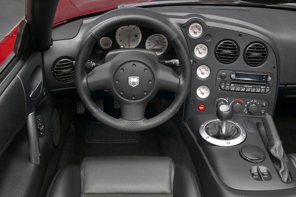 Интерьер салона Dodge Viper SRT-10 Coupe