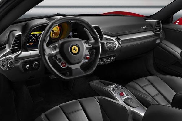 Интерьер салона Ferrari 458 Italia