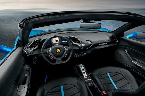 Интерьер салона Ferrari 488 Spider