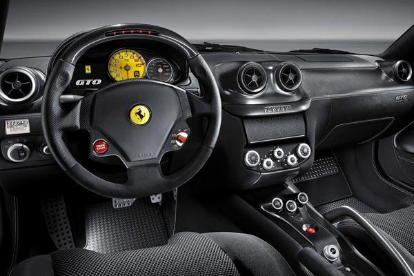 Интерьер салона Ferrari 599 GTO