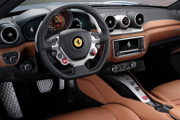 Интерьер салона Ferrari California