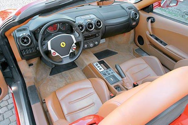 Интерьер салона Ferrari F430 Spider