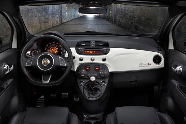 Интерьер салона FIAT 500C Abarth