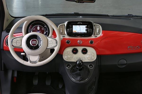 Интерьер салона FIAT 500