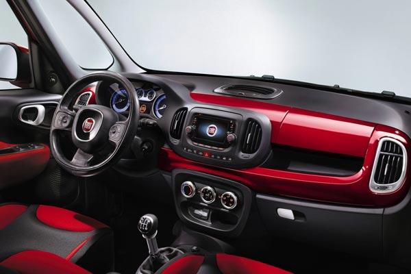 Интерьер салона FIAT 500L