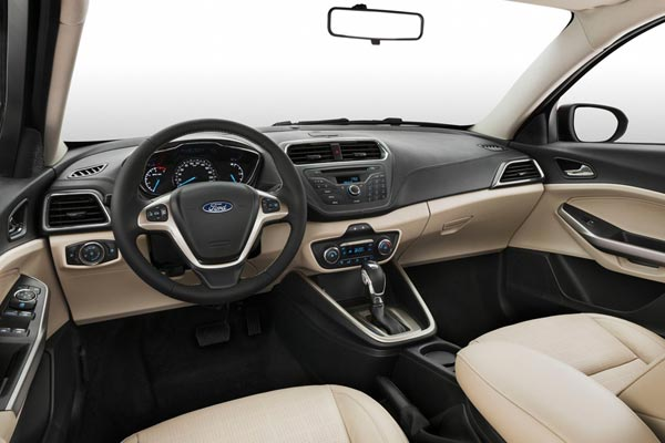 Интерьер салона Ford Escort