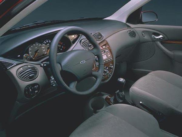 Интерьер салона Ford Focus 3-Door