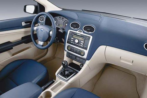 Интерьер салона Ford Focus Sedan