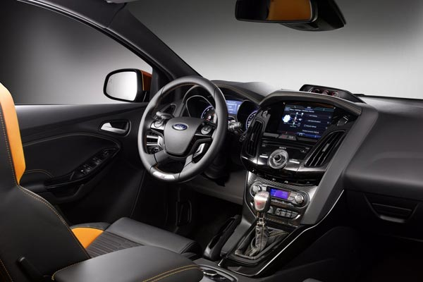 Интерьер салона Ford Focus ST