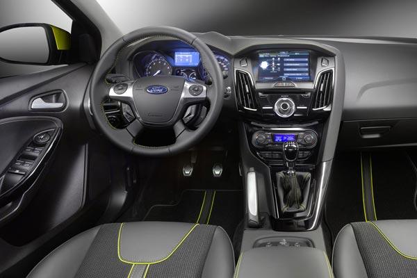 Интерьер салона Ford Focus Wagon