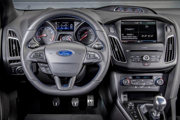 Интерьер салона Ford Focus RS