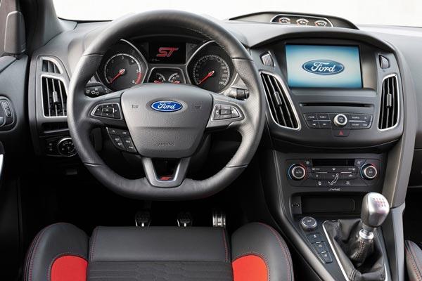 Интерьер салона Ford Focus Sportbreak ST