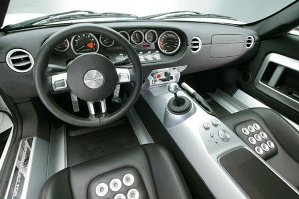 Интерьер салона Ford GT