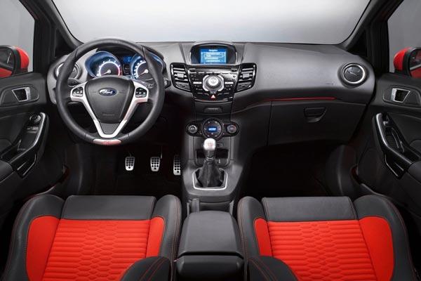 Интерьер салона Ford Fiesta ST