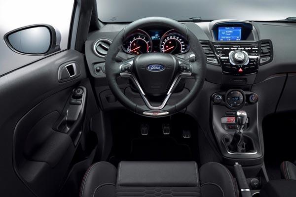 Интерьер салона Ford Fiesta ST 200
