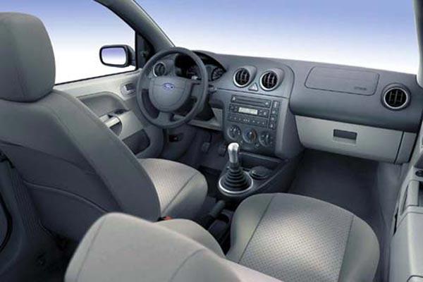 Интерьер салона Ford Fiesta