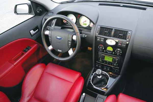 Интерьер салона Ford Mondeo ST220