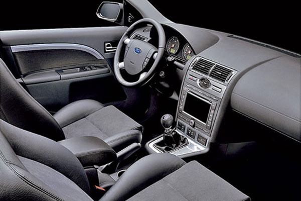 Интерьер салона Ford Mondeo