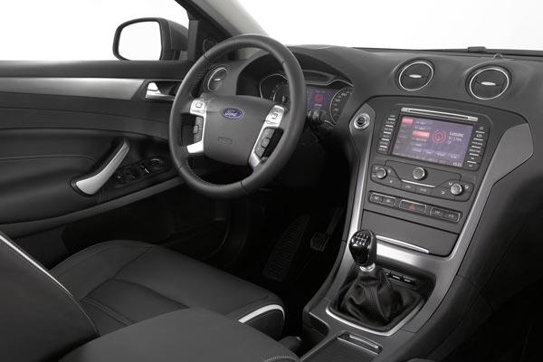 Интерьер салона Ford Mondeo Hatchback