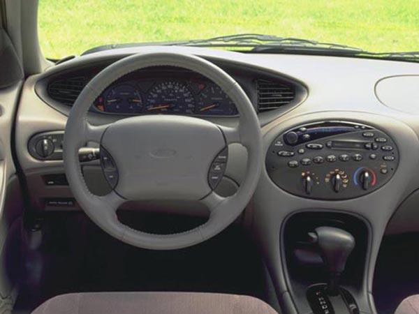 Интерьер салона Ford Taurus Wagon
