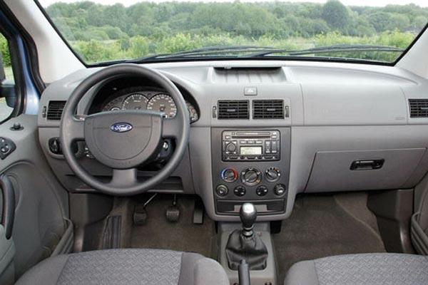 Интерьер салона Ford Tourneo Connect