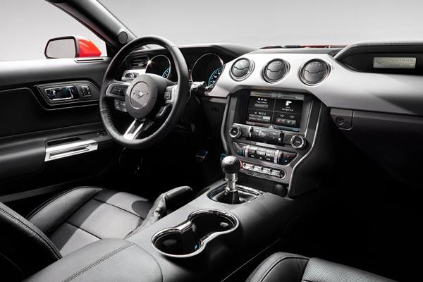 Интерьер салона Ford Mustang