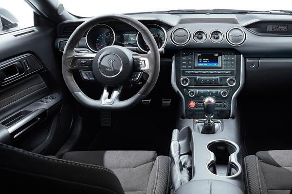 Интерьер салона Ford Mustang Shelby GT350
