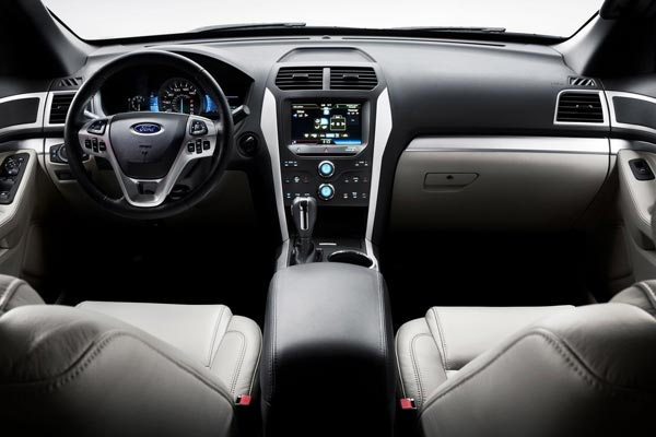 Интерьер салона Ford Explorer