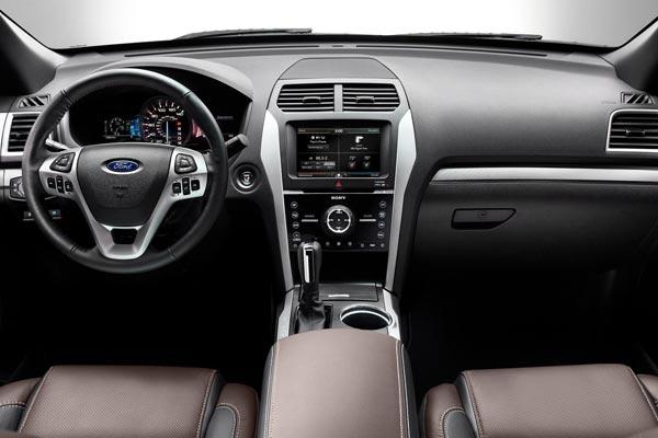 Интерьер салона Ford Explorer Sport