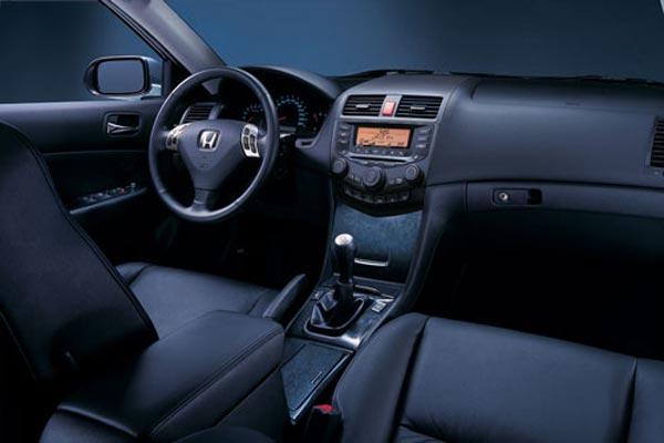 Интерьер салона Honda Accord