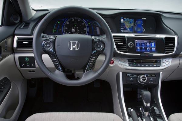 Интерьер салона Honda Accord PHEV