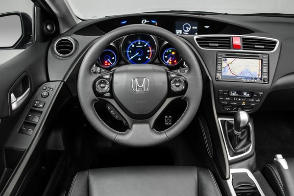 Интерьер салона Honda Civic Tourer