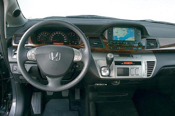 Интерьер салона Honda FR-V